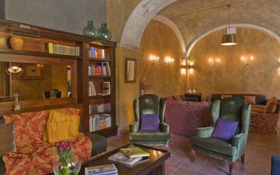 Biblioteca restaurante La Boella