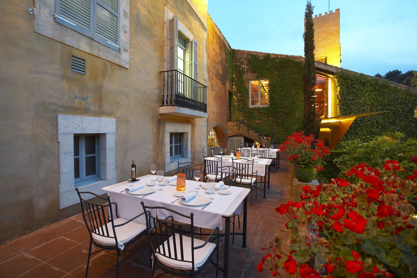 Restaurante con terraza en tarragona la boella tarragona for Restaurante jardin