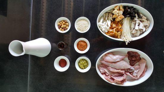 Ingredientes de arroz con conejo y setas de temporada