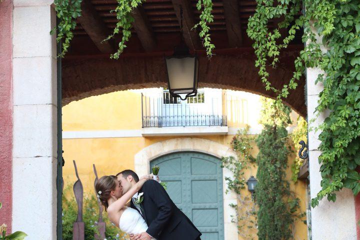 Celebración de boda en destino enoturístico