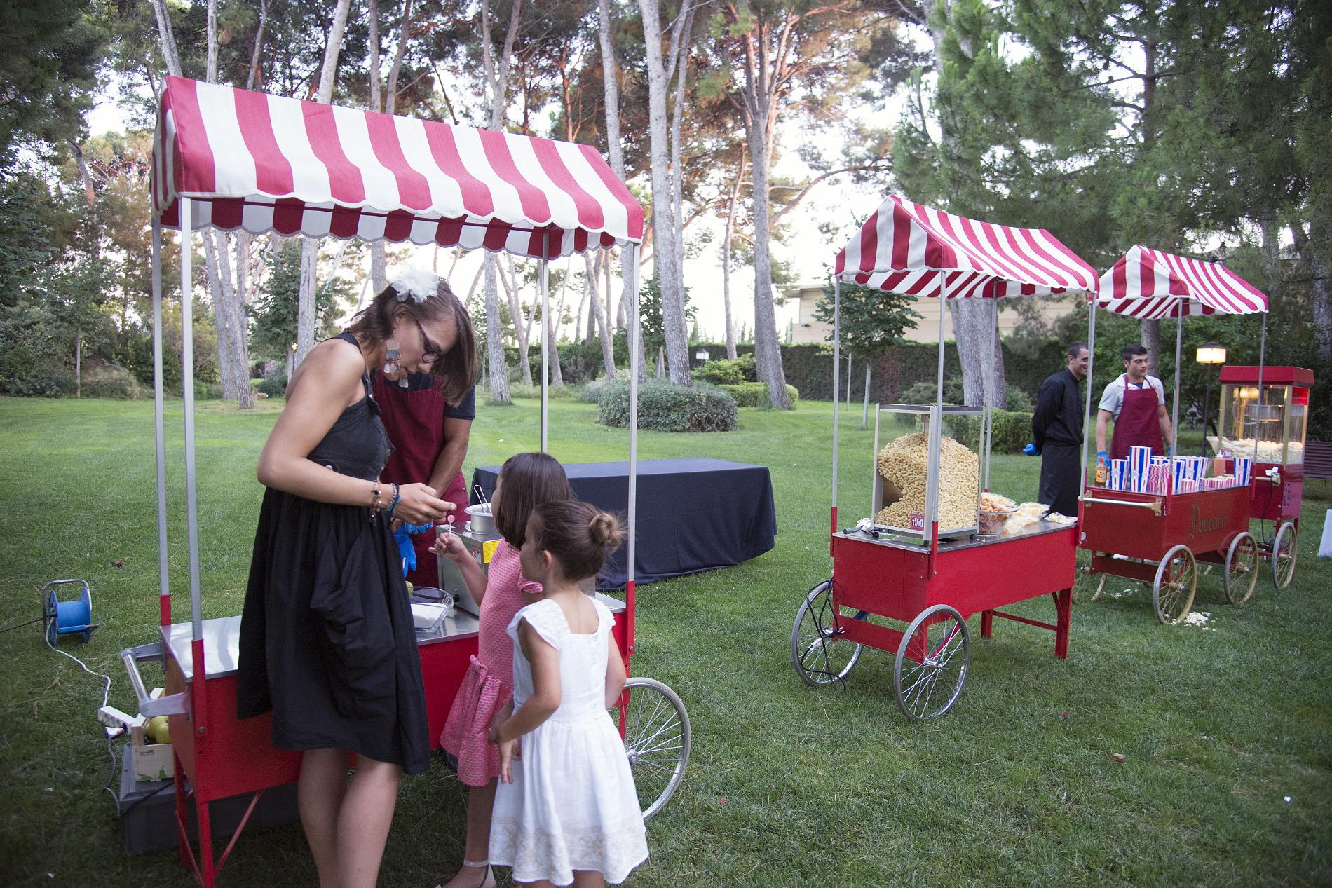 Evento al aire libre con paraditas Hotel Mas La Boella Tarragona