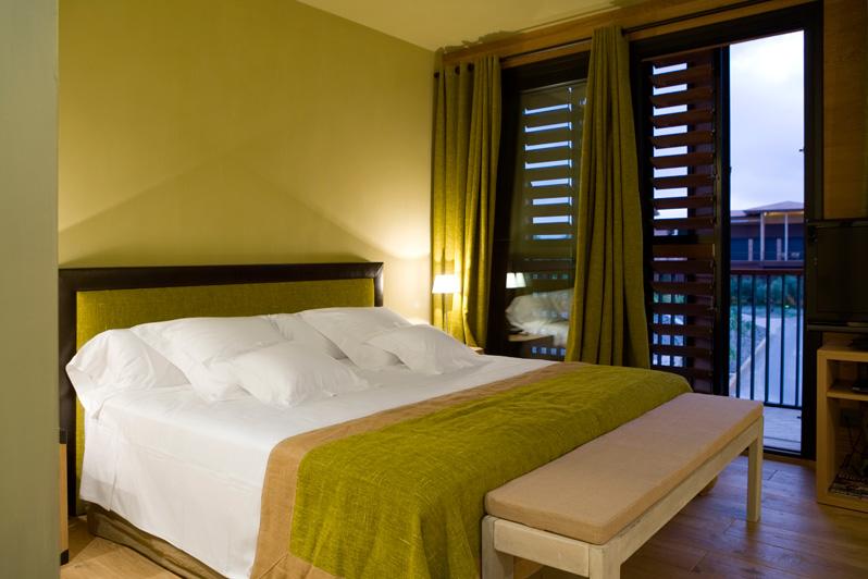 Habitación espaciosa en Hotel Mas La Boella