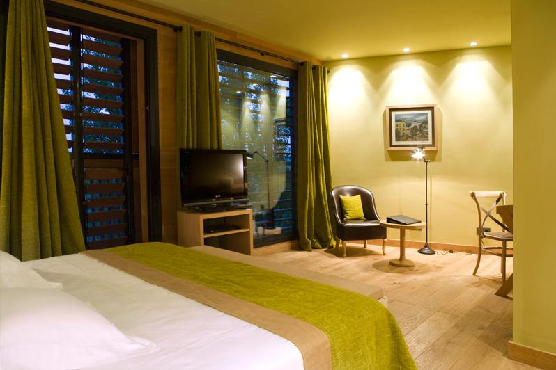 Habitación amplia en Hotel Mas La Boella