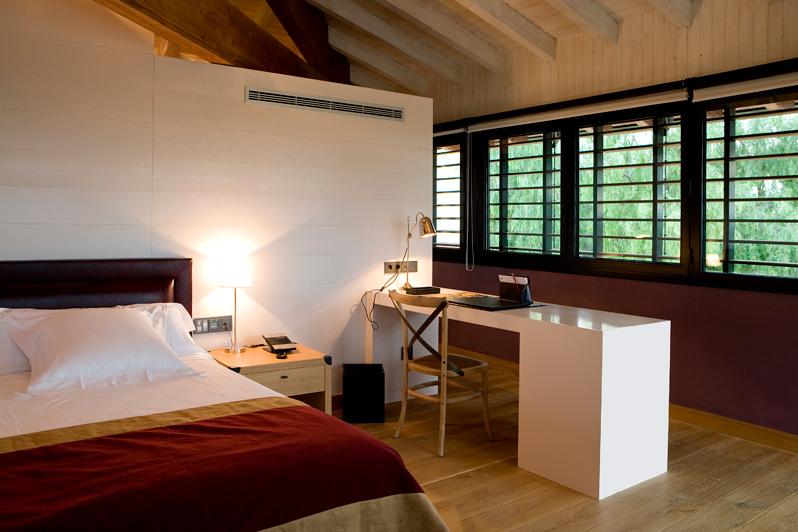 Habitación con escritorio en la provincia de Tarragona
