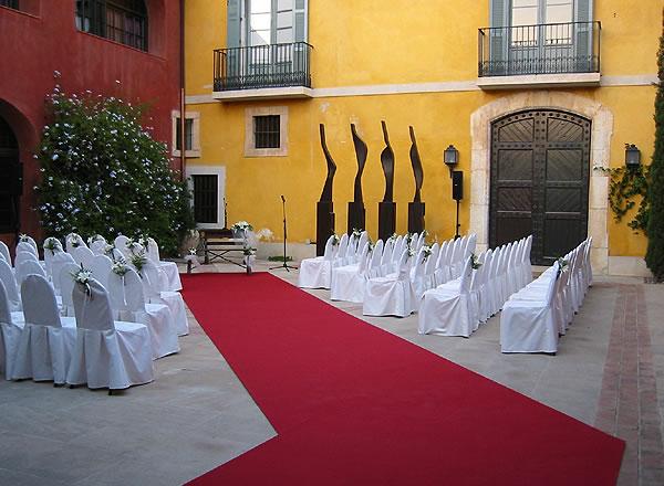 Boda civil en el patio central La Boella Tarragona