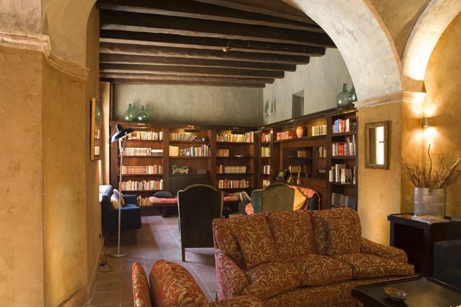 Biblioteca restaurante La Boella Tarragona