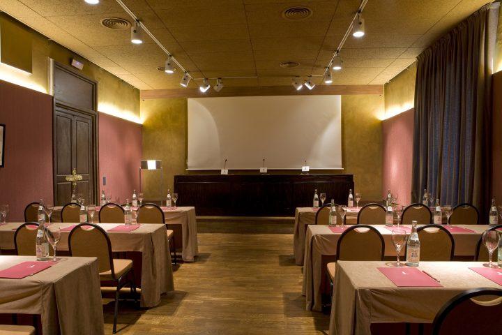 Salón de actos para celebrar reuniones en Tarragona