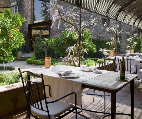 Hotel con restaurante y jardín La Boella