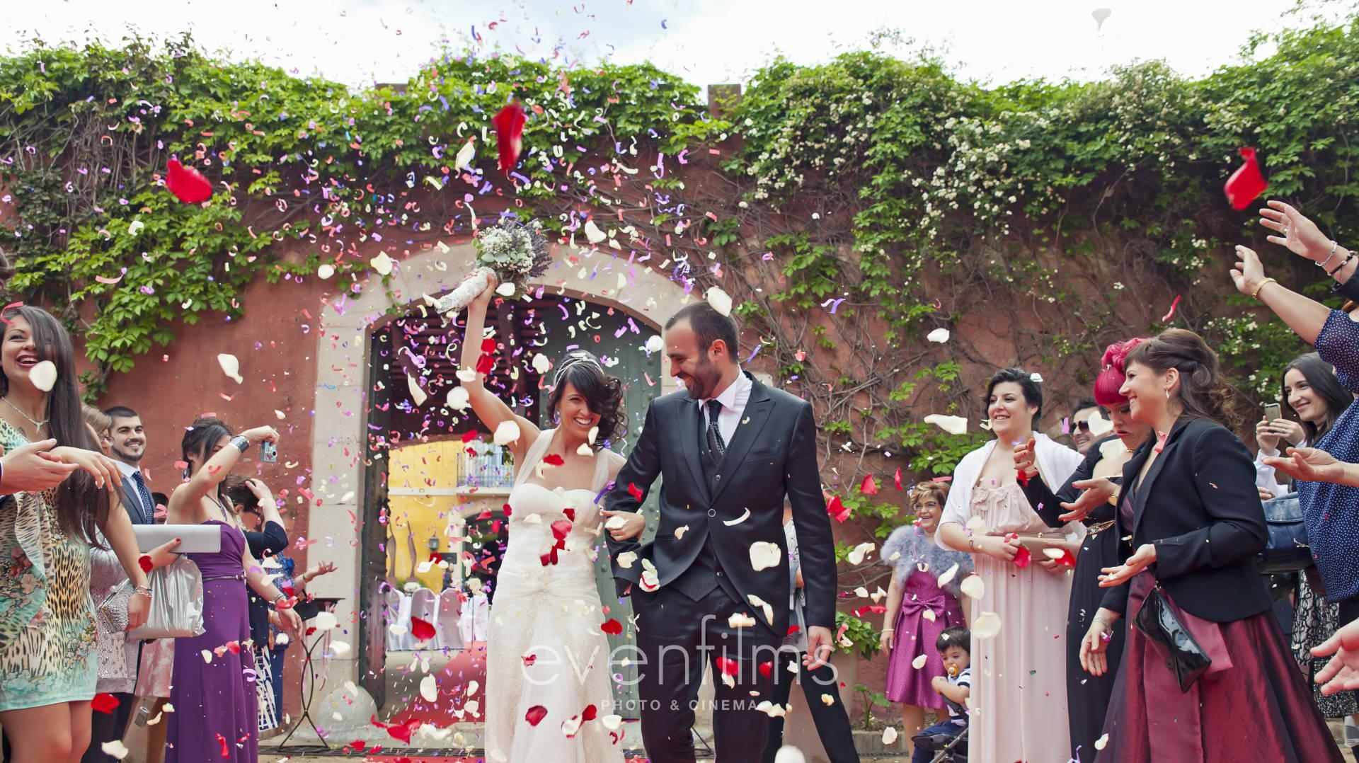 Salida de una boda en Hotel Mas La Boella